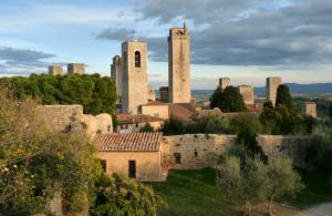 Luxury-Travel-Tuscany-San-Gimignano
