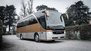 28_SEATER_LUXURY_BUS