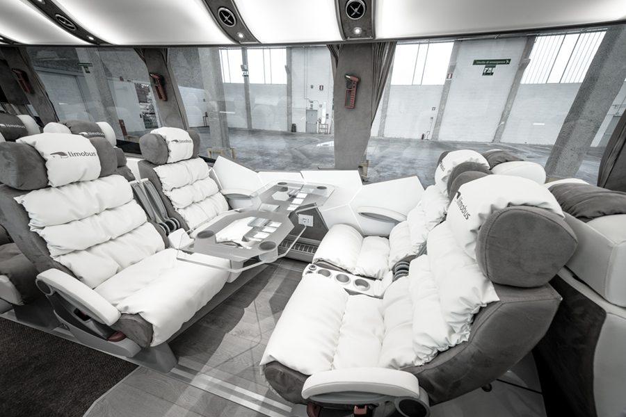 Limobus 18 White lounge